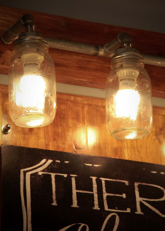 Mason jar lamps. How creative!