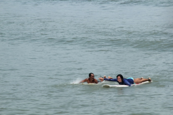 Moral support from this kickass surfer! (c) Janine Agbon